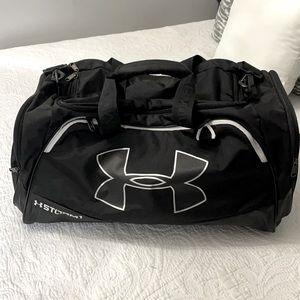 UNDER ARMOUR BLACK & WHITE DUFFLE BAG